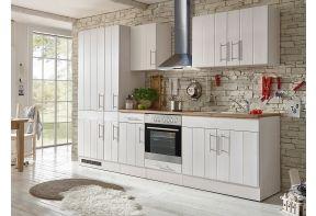 Ruime, landelijke keuken in het wit