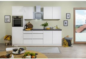 Hoogglans en greeploze witte keuken van Meister inclusief apparatuur