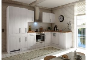 Meister landelijk keuken met apothekerskast en inbouwapparatuur in een ruime woonkeuken